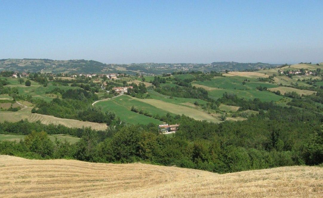 Veduta paesaggistica della casa dei miei nonni: Campostrino visto dal Basano, Val D'Arda (PC)