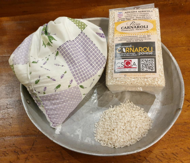 Carnaroli da Carnaroli del Pavese dell'azienda agricola Domenico e Giuseppe Carnevale Giampaolo nel tipico utensile per la monda del riso